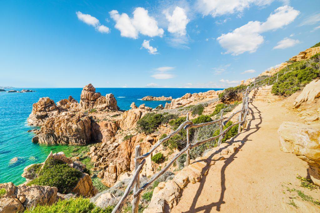 Spacer ścieżka w Costa Paradiso, Sardynia
