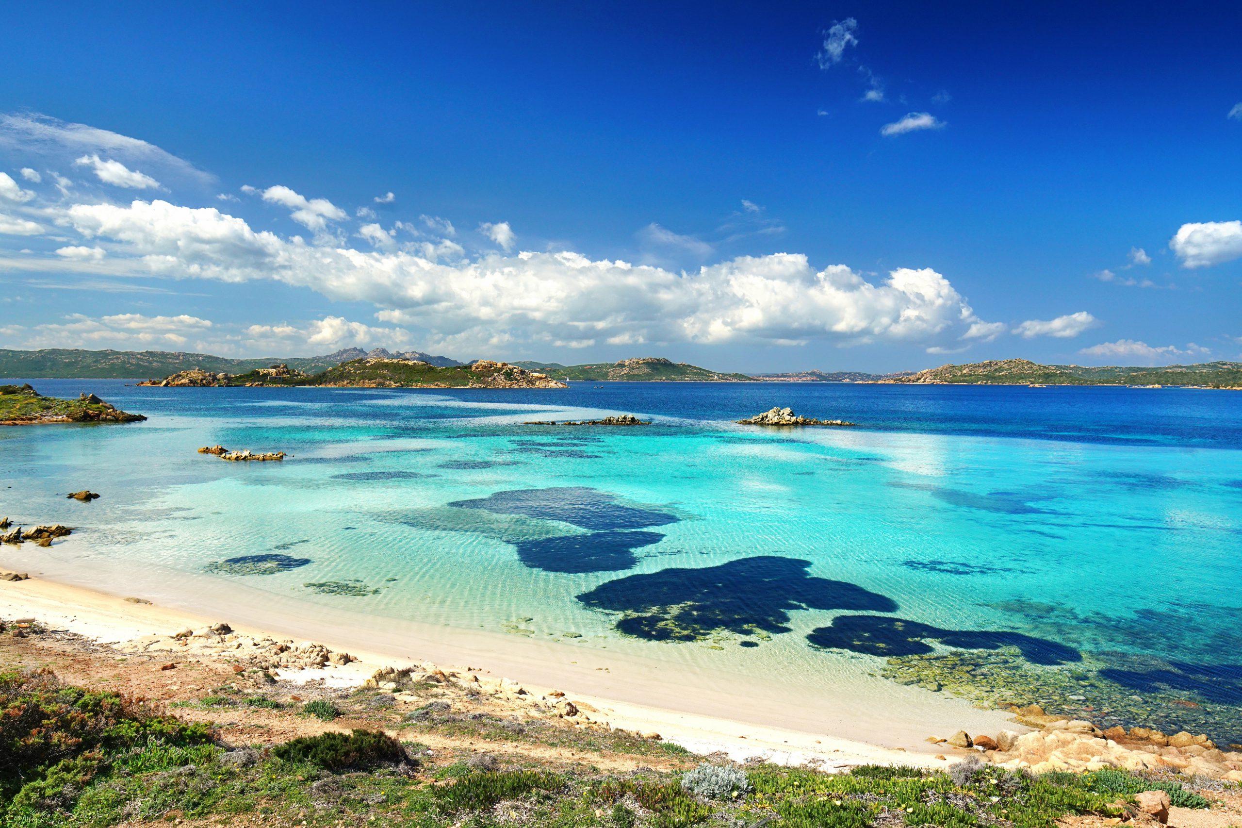 Dlaczego warto wybrać się na wakacje na Sardynię