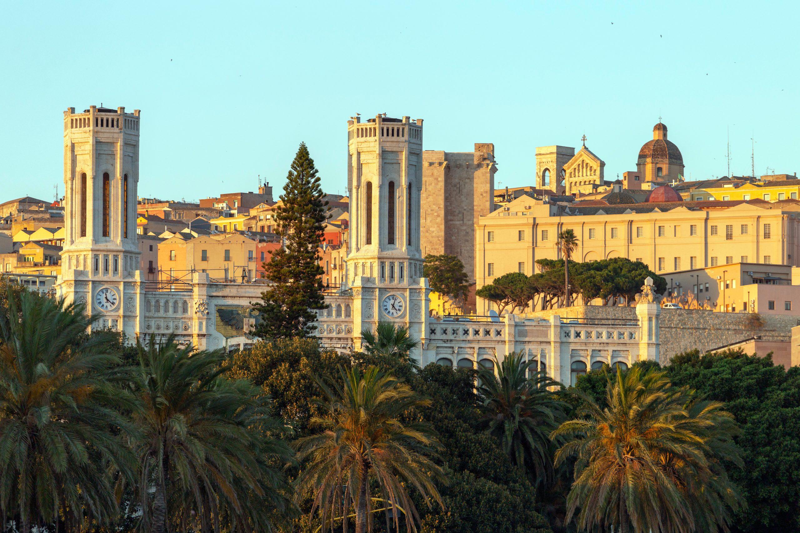 widok na miasteczko Cagliari na Sardynii