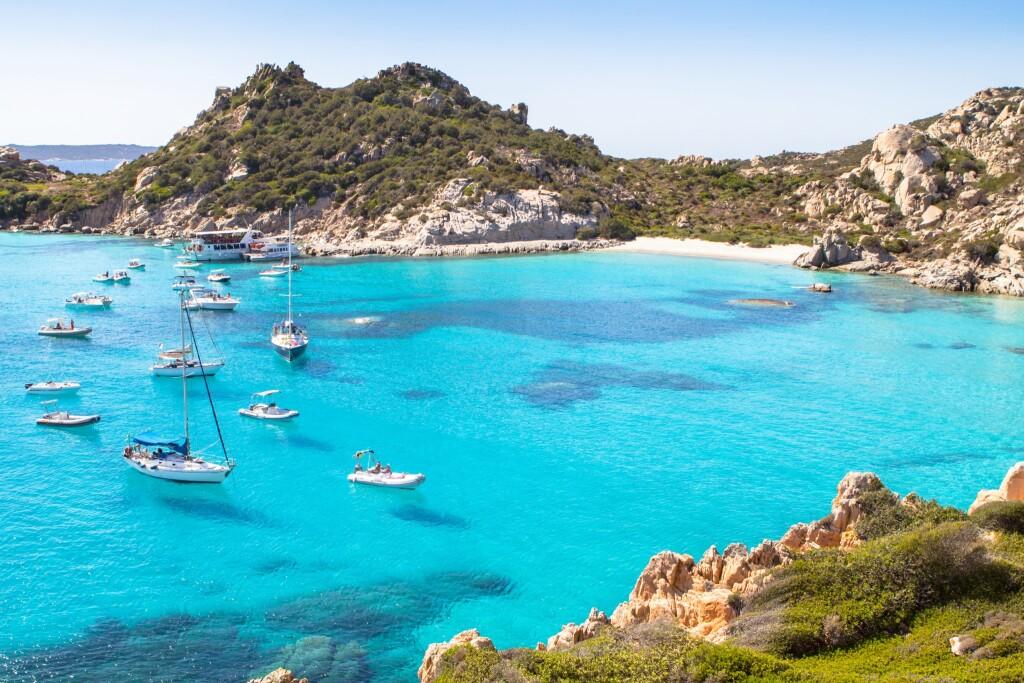 Cala Corsara, archipelag Maddalena na Sardynii, Włochy